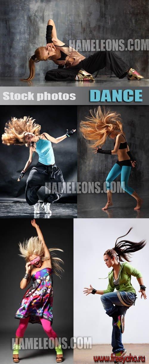 Танцующие девушки в стиле брейк данс